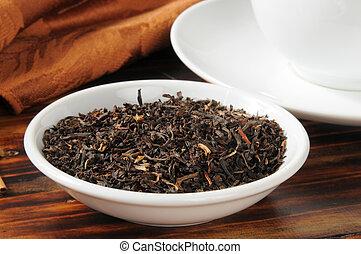 Whole leaf black tea