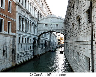 Ponte dei Sospiri in Venezia - Venice is a pearl of Italy...