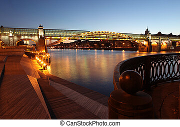 Andreyevsky (Pushkinsky) Bridge (left side) across Moskva...