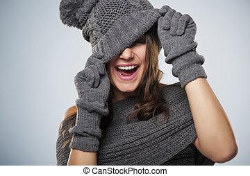 joven, mujer, tener, diversión, invierno, ropa