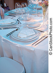 Elegant table setting for a wedding dinner