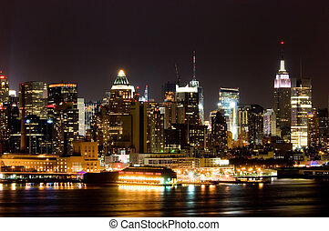 Manhattan panorama - View of Manhattan West side across...