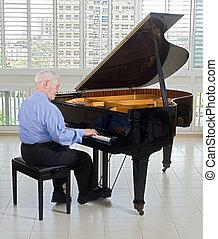Sênior, Pianista