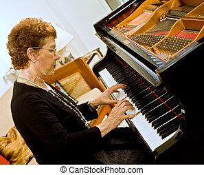 3º edad, pianista, mujeres