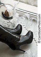 brilliant mirror sphere - Black female boots and brilliant...