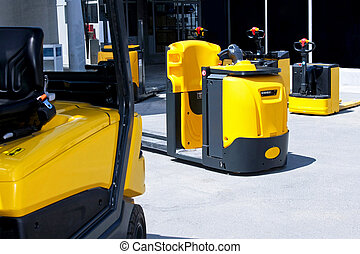 Cargo lifters - Yellow cargo pallet transporters and fork...