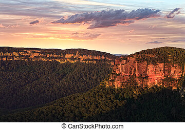Sunrise Kanagra Walls - Kanangra-Boyd National Park is...