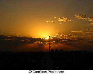 Sunset behind the big antenna (2168) - The Sun, setting...