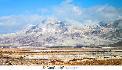 Snow covered mountains in central Iran, near Yazd (Februar...
