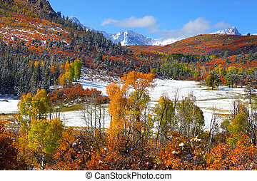 Early snow at Dallas divide - Scenic mount Sneffles in...