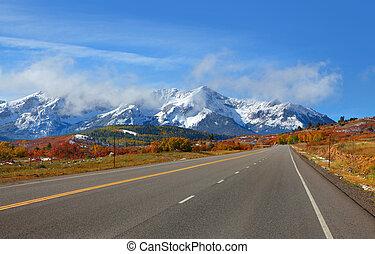 Scenic Colorado road #62 - Scenic road to Dallas Divide in...
