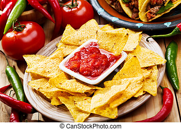 nachos with salsa