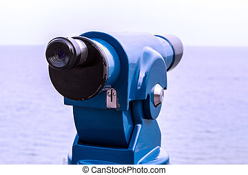 Monocular to watch the sea