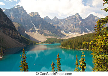 Rocky Mountain Lake - View on beautiful Moraine Lake and a...