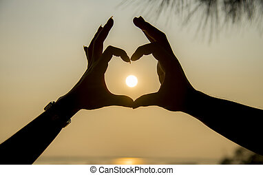The sun on hand of couple