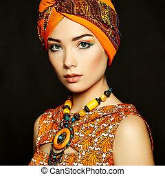 retrato, joven, hermoso, mujer, collar