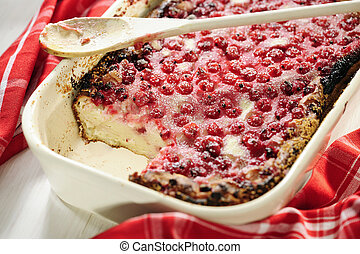 Red Currant Quark Cake, selective focus
