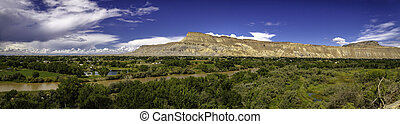Palisades Pano - Panorama image of the Grand Valley with the...