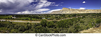Palisades Pano - Panorama image of the Grand Valley near...