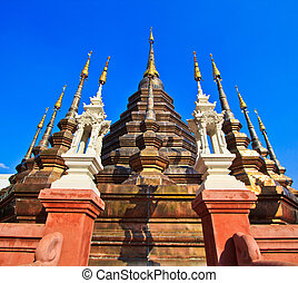 Impressive stupa at the Buddhist temple Wat Phan Tao in Chiang M