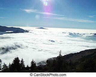 cloud mountain - des belles vues des nuages bas au ketama...