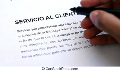 Circling Customer Service with a pen In Spanish