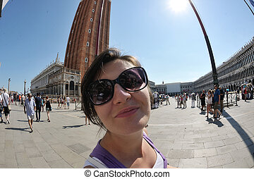 Tourist woman having beautiful vacation time in Venice -...