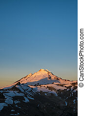 Snowcapped Mount Baker at sunrise, Washington state -...