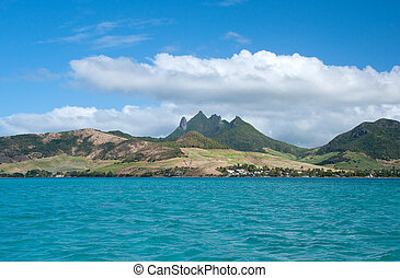 Ocean and moutains on Mauritius - Panorama view of east...