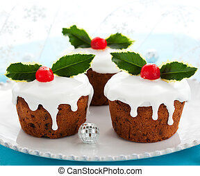 Christmas cake - Christmas mini cakes with holly leaves and...