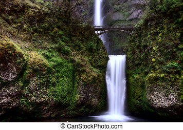 Multnomah Falls Oregon majestic columbia river gorge