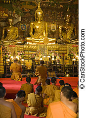 Thai Monks Worshipping - Monks worshipping at Wat Phanan...