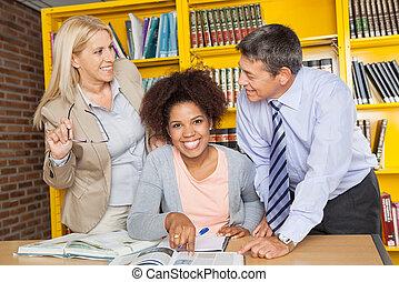 biblioteca, Mirar, otro, profesores, Estudiante, cada