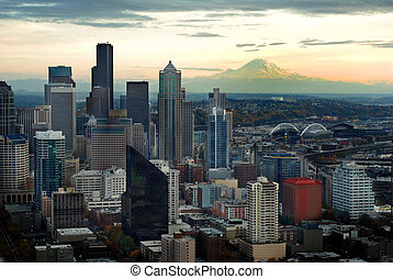 Seattle Skyline with Mount Ranier - Seattle Skyline View...