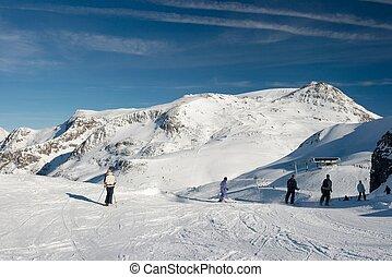 substr(Ski reasort,0,200) - substr(Ski resort in a high...