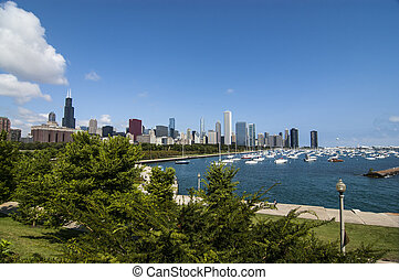 A view of the lake and the buildings  in Chicago