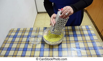 Grating yolk on grated - Grating the yolk using a grated