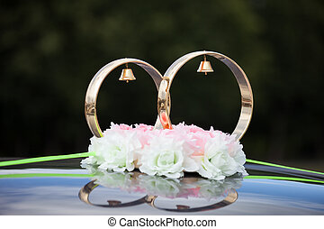 Gold rings and rose flowers on wedding car - Just married...