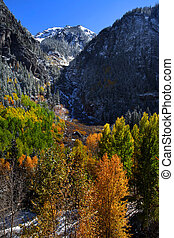 Autumn in San Juan mountains - Scenic autumn landscape in...