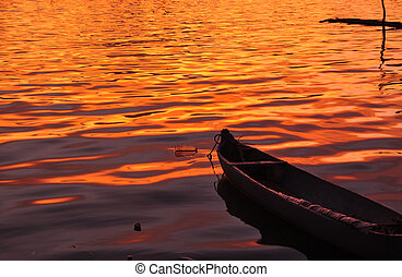 Shillouette Canoe and Golden Sunset - Shillouette...