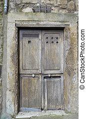 vecchio portone, Bomarzo 3 - Caratteristico vecchio portone...