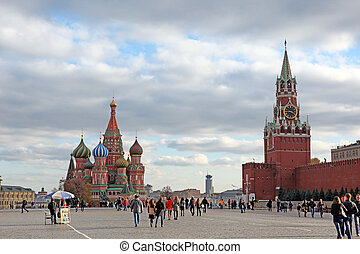 eople at Red Square with Saint Basil Cathedral - Red Square...