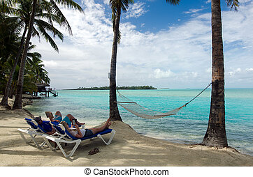 Visitors on Aitutaki Lagoon Cook Islands - AITUTAKI - SEP...
