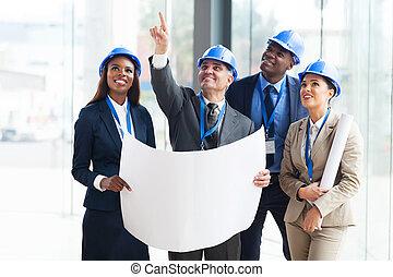 grupo, construcción, trabajadores, discutir, proyecto