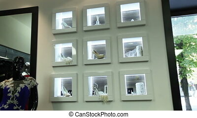 Showcase bridal salon - Wall with windows for wedding...