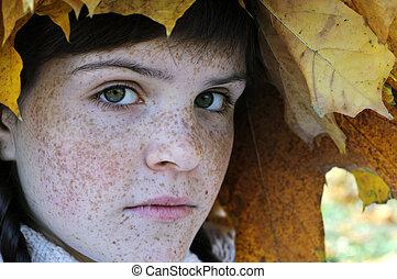 pecoso, retrato, primer plano, adolescente, niña