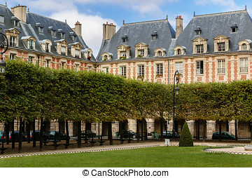 Place des Vosges square in Le Marai - Garden and housefronts...