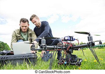 Ingenieros, Utilizar, computador portatil, por, UAV,...