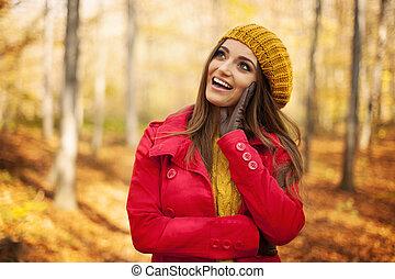 Feliz, mulher, Desgastar, moda, Outono, roupas