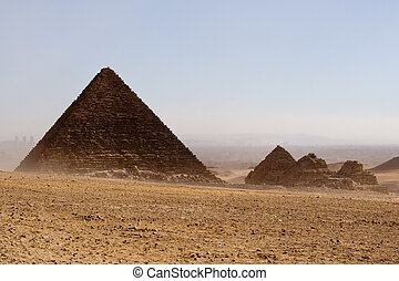 pyramids - pharaohs pyramid and queens